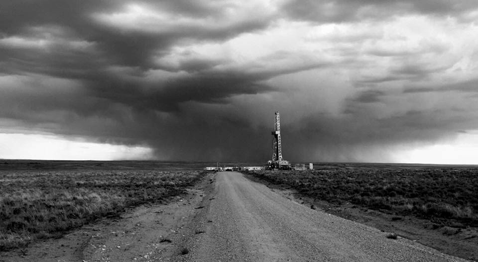 rig-in-storm